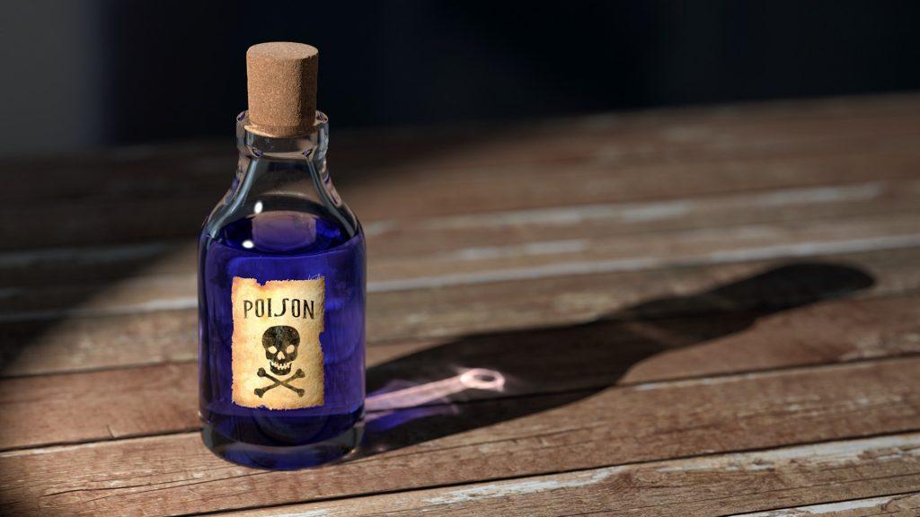 Giftfläschchen auf Holztisch