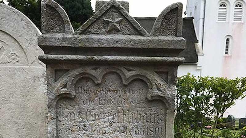 Grabstein von Lars Gerret Urbans (1801-1871), Landwirt und Imker
