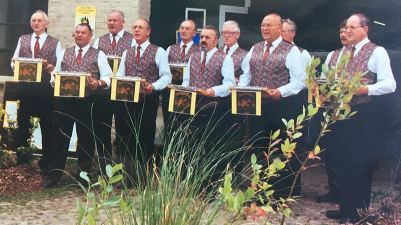 Der Drohnenchor im September 1999 beim 100jährigen Jubiläum des Vereins. 2. von links: Fritz Wohlt.