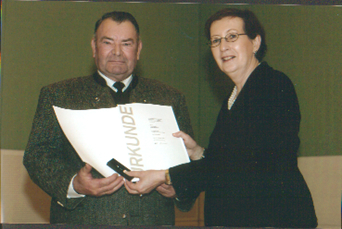 2004 wurde Herr Wohlt von Ministerpräsidentin Heide Simonis, für sein vorbildliches Engagement mit der Ehrennadel des Landes Schleswig-Holstein ausgezeichnet.