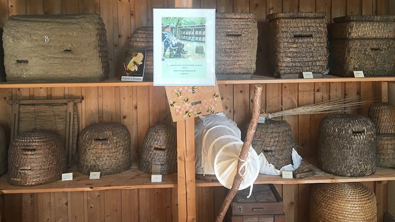 Die Strohkorbimkerei kann man im Museum hervorragend studieren.